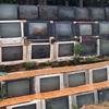 забор из старых телевизоров