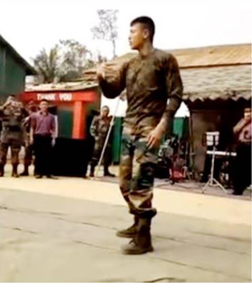 танцующий солдат прославился