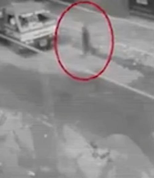 призрак перешёл через дорогу