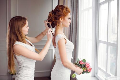 стрижка во время свадьбы