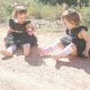 ядовитая змея и маленькие девочки