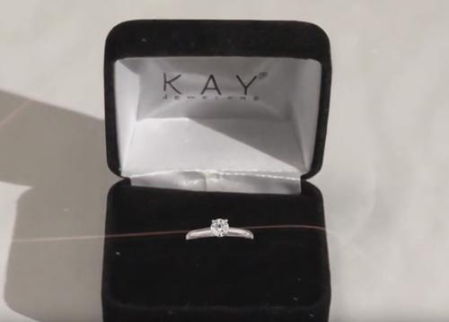 обручальное кольцо в подарок