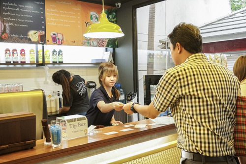 кафе с глухими сотрудниками
