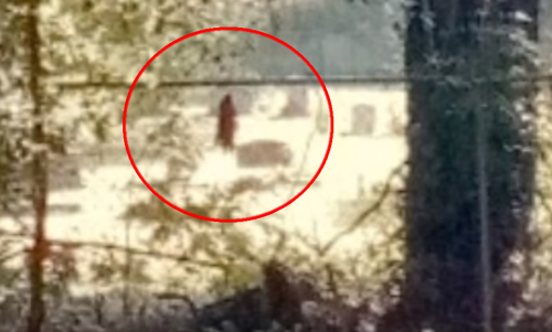 два призрака на кладбище