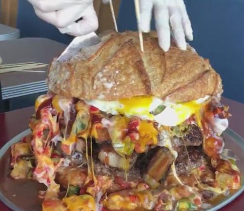 гамбургер весит шесть килограммов