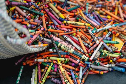 пожертвованные цветные мелки
