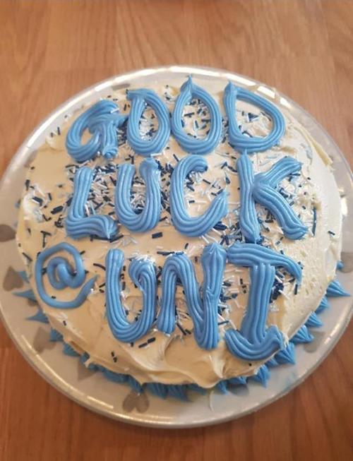 неприличная надпись на торте