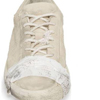 кроссовки прославляют бедность