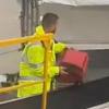 грубое обращение с чемоданами