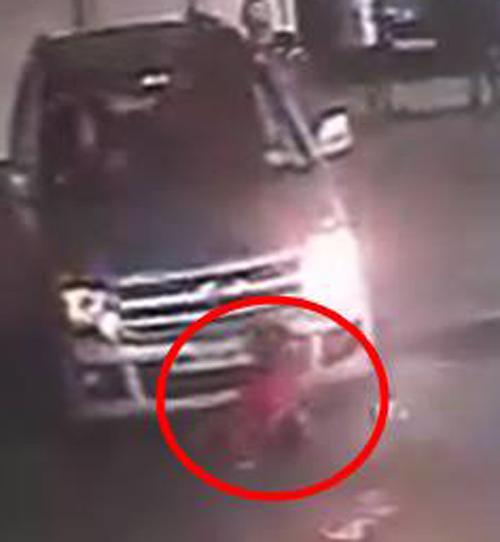 мальчик попал под машину