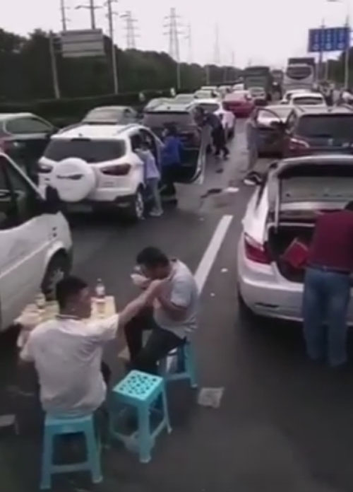 праздник во время дорожной пробки