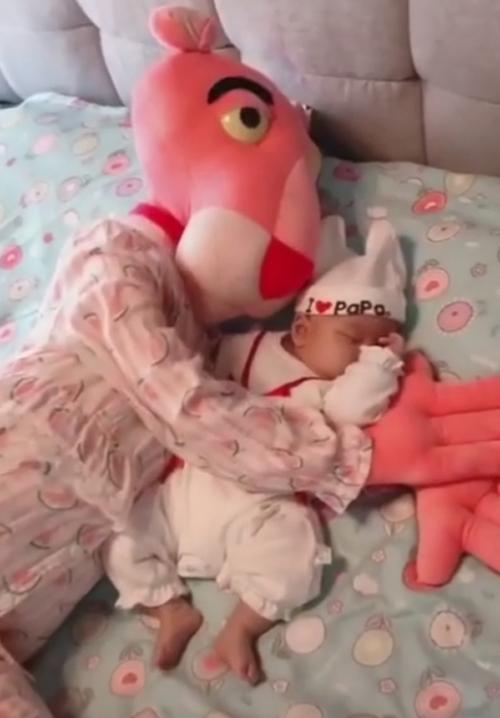 игрушечная няня для малыша