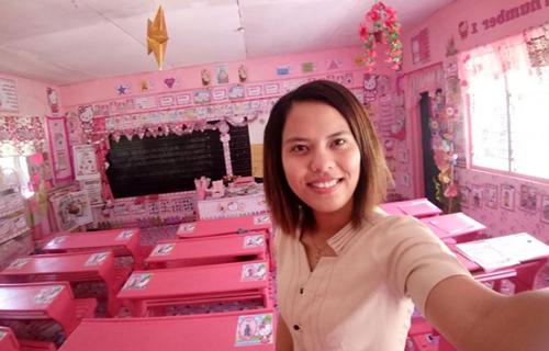 розовая классная комната