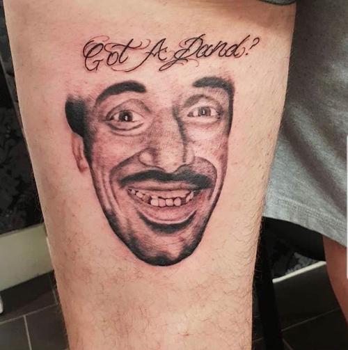 татуировка с портретом попрошайки