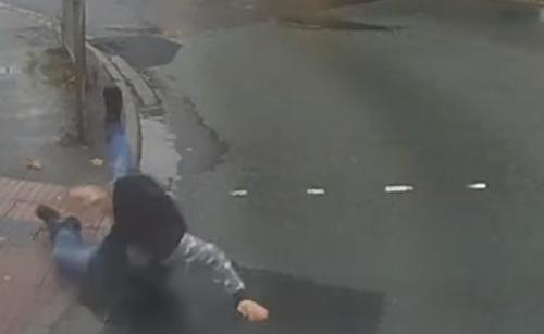 пешеход упал на дороге