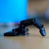 роботизированный палец на телефоне