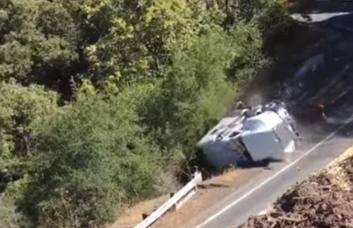 грузовик соскользнул с горки