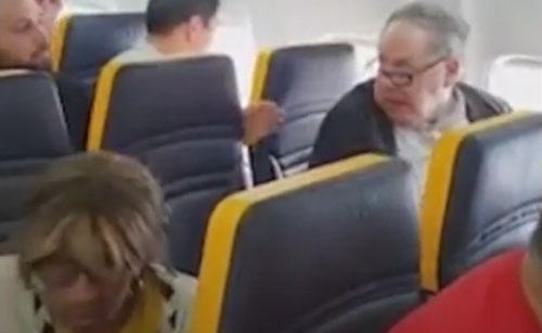 пассажир-расист в самолёте