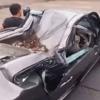 водитель на сплющенной машине