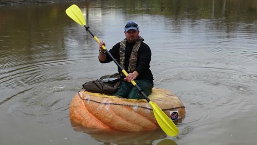 плавание на лодке из тыквы