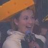 женщина очень любит сыр