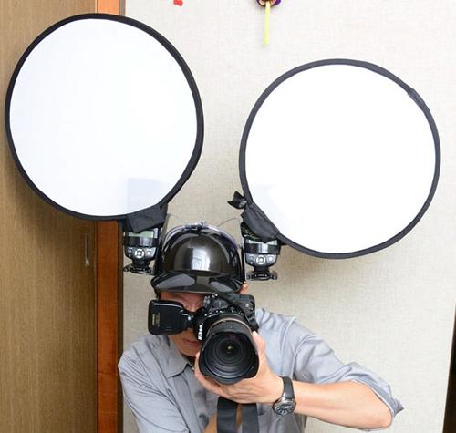 необычная каска фотографа