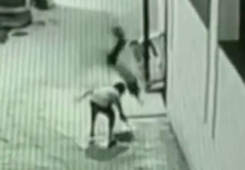 подросток случайно спас друга