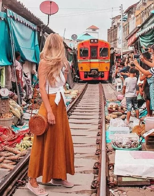 фотография на фоне поезда