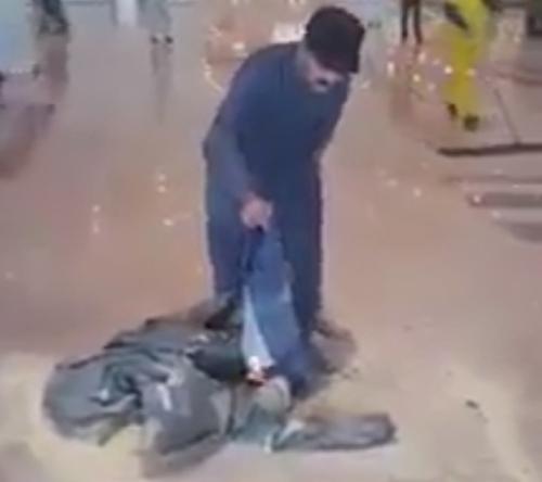 багаж подожгли в знак протеста