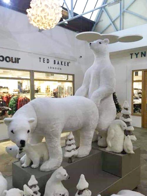 скульптуры в торговом центре