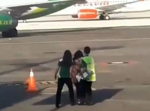 попытка догнать самолёт