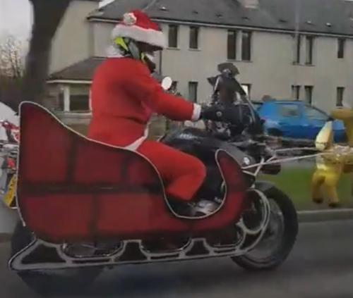 санта-клаус приехал на мотоцикле
