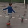 ловкий трюк маленького спортсмена