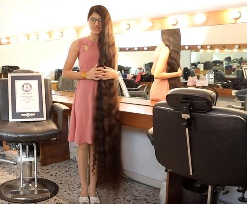рекордсменка с длинными волосами