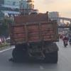 грузовик с лопнувшим колесом