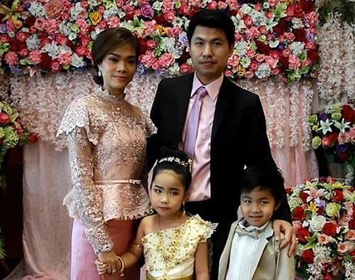 родители поженили сына и дочку