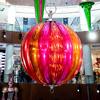 гигантское праздничное украшение