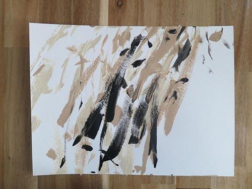 пёс рисует абстрактные картины
