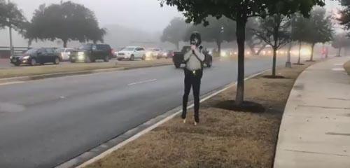 картонные полицейские на дороге