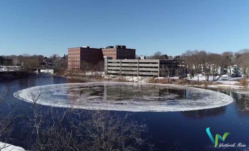 ледяной диск образовался на реке