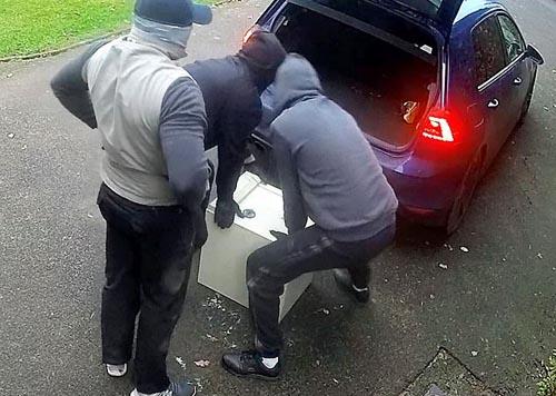 воры украли сейф из дома