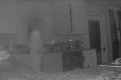 призрак умершего сына на кухне