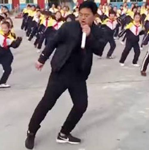 директор школы научился танцевать