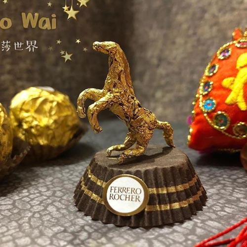 скульптуры из конфетных фантиков