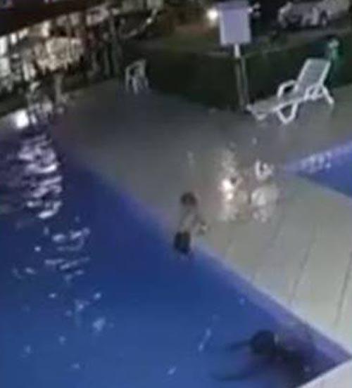 мечтают картинки барвины чуть не утонула в бассейне важно
