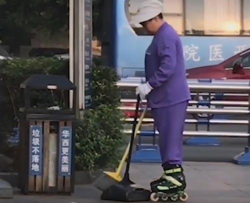 катание на роликах на работе
