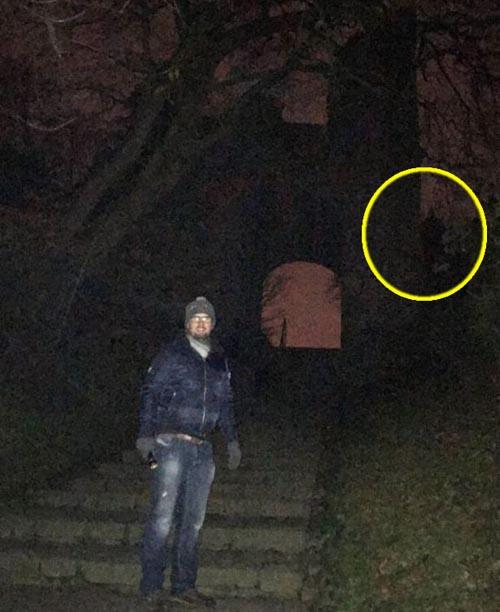 призрачный монах на фотографии