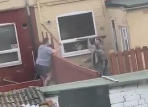 соседи подрались досками