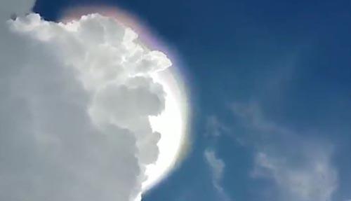 огромный яркий диск в небе