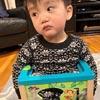 малыш застрял в игрушке